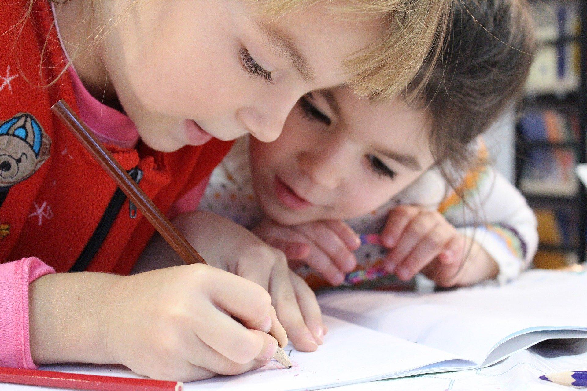 Lis et dessine avec les graphèmes simples